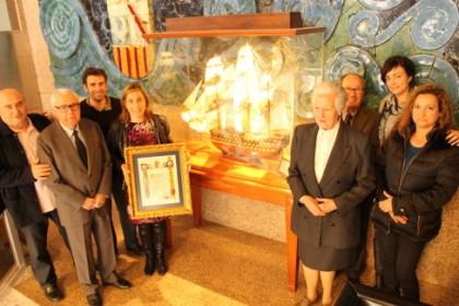 """Benicàssim rep la donació d'una maqueta del vaixell """"La Santíssima Trinitat"""""""