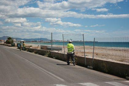 Costes comença a retirar les tanques de les obres de regeneració en la platja d'Almassora