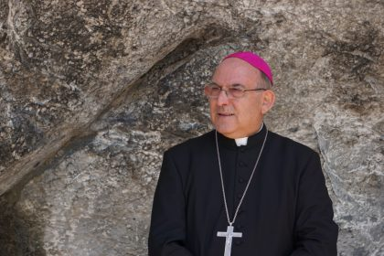 El Bisbat es planteja prendre mesures contundents contra el capellà que va beneir un matrimoni lèsbic