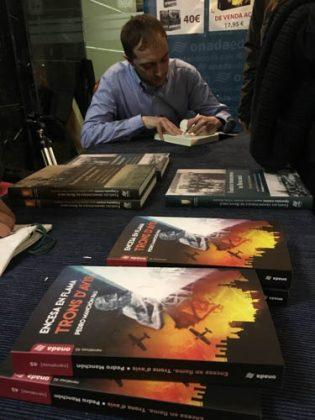 """Pedro Manchón presenta la seua novel·la """"Trons d'avís"""" – L'opinió de Sergio López"""