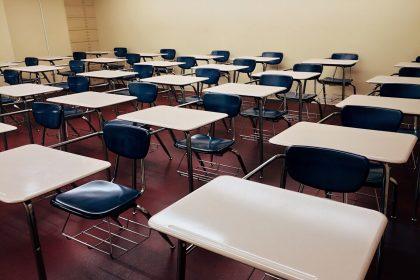 Centenars de docents interins no cobraran la nòmina de setembre segons STEPV