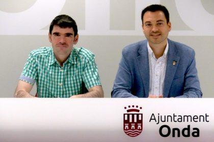 L'alcalde d'Onda, Ximo Huguet, anuncia l'entrada a l'equip de govern del portaveu de Compromís, Lluís Pastor