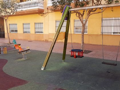 Alcora instal·la gronxadors de bebès a les zones infantils dels parcs