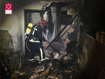Gran incendi en un edifici de Benicàssim