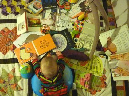 Almassora ofereix tallers de lectura infantil i familiar en la biblioteca de la platja