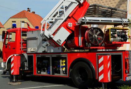 Un gran incendi en Xilxes deixa cremats diversos vehicles
