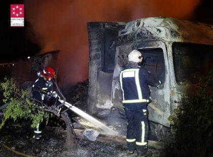 S'incendia un camió en l'A-7 prop de La Vall d'Uixó
