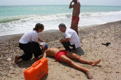 El servei de socorrisme de la platja d'Almassora completa en nou minuts el rescat simulat d'un banyista