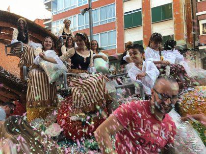 Borriana acomiada les seues festes de la Misericòrdia amb el color i la gran participació en la Batalla de Flors