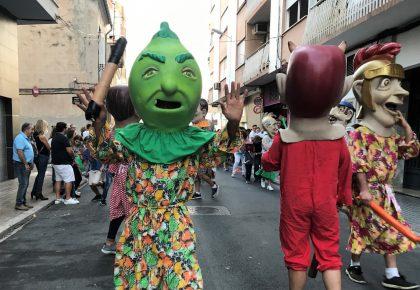 La tradició popular dels Cabuts de la Mercè torna a traure a centenars de persones als carrers de Borriana