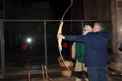 La Fira Medieval de Borriana arranca amb força malgrat l'amenaça de pluja