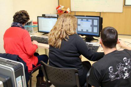 Onda fomenta el desenvolupament personal i la inclusió dels onders amb cursos d'informàtica
