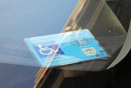 Detingut per usar la targeta d'aparcament d'una persona morta a Vinaròs