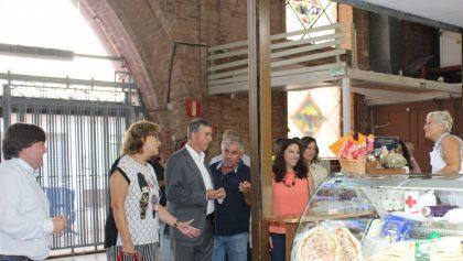 El Conseller de Comerç, Rafael Climent, visita el renovat Mercat Municipal de Borriana