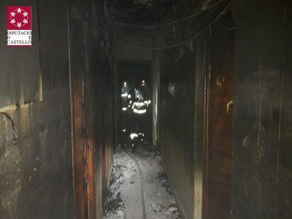 Un incendi deixa dues persones intoxicades a Benicarló