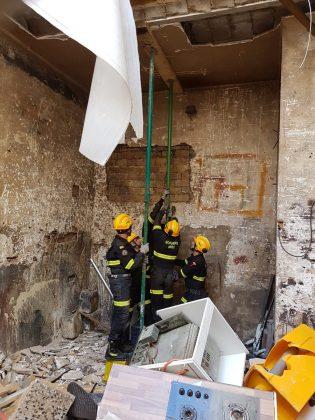 Un despreniment de terra a un desllunat a Alfafar mobilitza als bombers