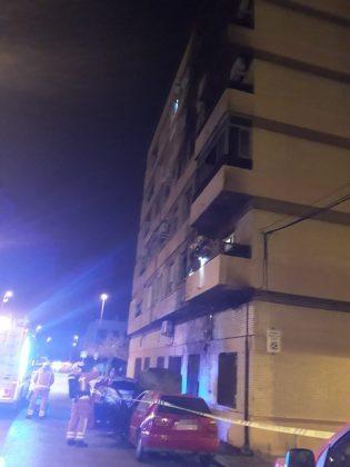 Diversos incendis de vehicles mobilitzen als bombers a Massamagrell