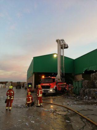 Incendi en un polígon industrial a Paterna