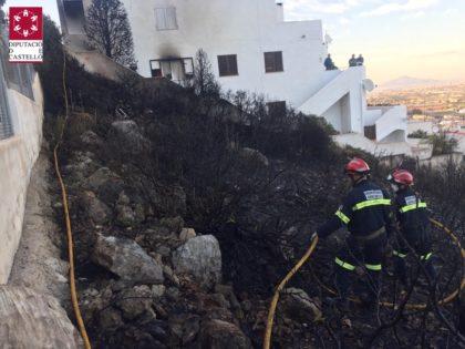 Incendi en una urbanització de Peníscola
