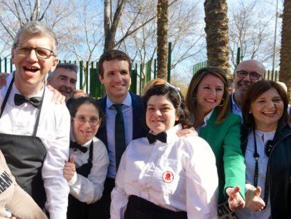 Pablo Casado dóna suport a Begoña Carrasco durant el dia de la dona a Castelló