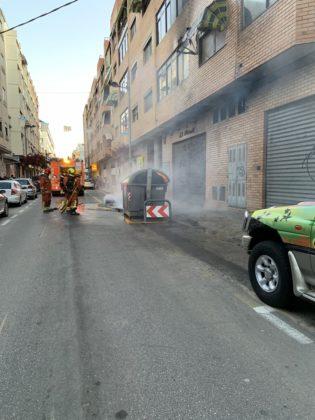 S'incendien tres contenidors a Gandia