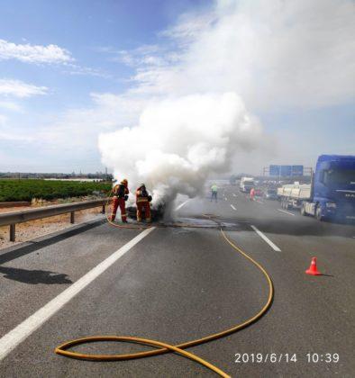 S'incendia una furgoneta a l'AP-7 en el terme de Sagunt