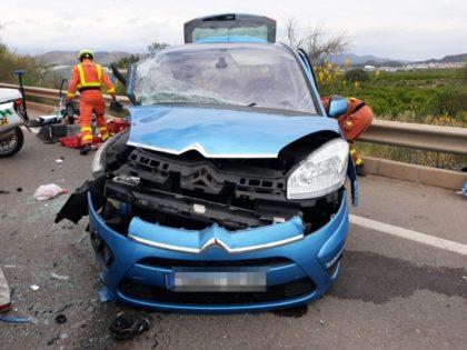 Xoc frontal entre dos vehicles a Sagunt