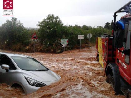 Rescatats dos vehicles atrapats per les fortes pluges a Benicarló