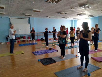 Comencen les classes gratuïtes de ioga en el Centre Municipal de les Arts Rafel Martí de Viciana amb la col·laboració de la regidoria de Participació Ciutadana