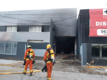 Incendi industrial al polígon Fuente del Jarro a Paterna