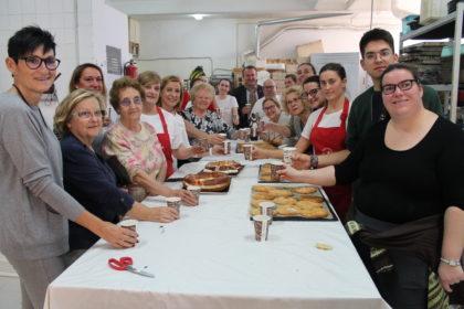 Benicàssim finalitza l'elaboració de les 23.000 coquetes per a Sant Antoni