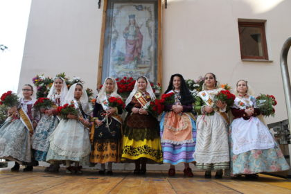 Benicàssim honra als seus patrons amb ofrena de flors i processó
