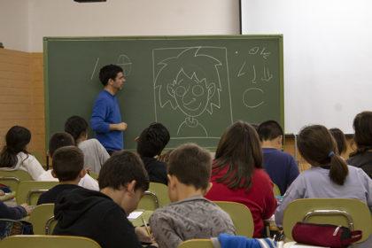 La revista en valencià Camacuc arriba a les escoles de Sagunt