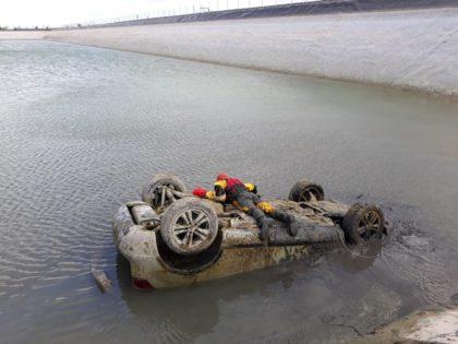 Troben un vehicle dins d'una bassa a Sagunt