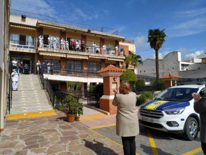 La residència de persones majors de Càritas, a Borriana, rep els aplaudiments de la Corporació municipal i de la Policia Local