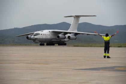Aterra en l'aeroport de Castelló l'avió amb les 370.000 màscares adquirides pels ajuntaments sota la coordinació de la Diputació