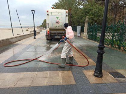 Benicàssim reforça el servei extraordinari de neteja i desinfecció pero Covid-19 en torn de vesprada