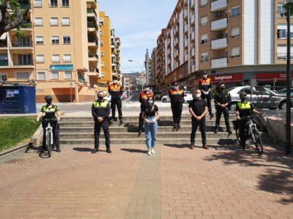 Policia Local i Protecció Civil de la Vall d'Uixó informen i repartixen mascaretes