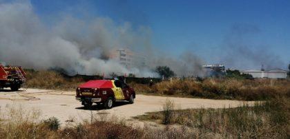 Incendi al costat del poliesportiu de Benicarló