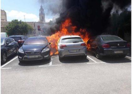 S'incendien diversos vehicles a Sueca