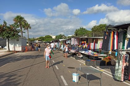 El 'mercat del dijous' de Benicàssim recupera tots els seus llocs de venda