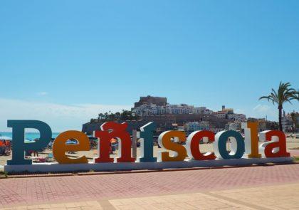 Peníscola renova les lletres XL del Passeig Marítim