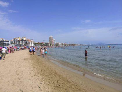Les platges de Peníscola es mantenen a l'agost per davall del 50% del seu aforament màxim