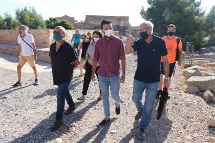 L'alcalde de Sagunt visita el Castell juntament amb els Voluntaris pel Patrimoni per a comprovar les labors de neteja realitzades per l'associació