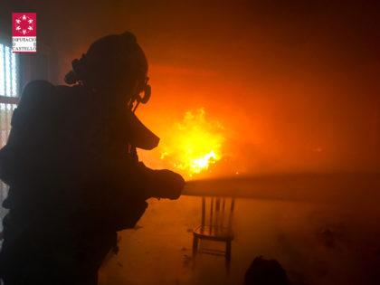 Incendi en una nau abandonada a Vila-real