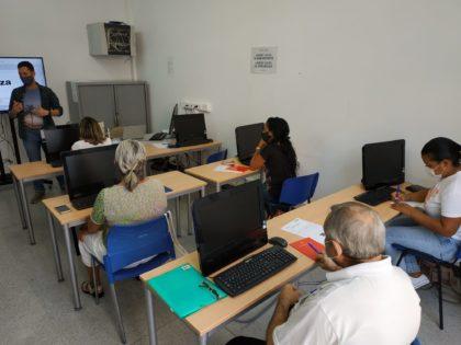 Més de 50 persones milloren les seues competències digitals a Borriana
