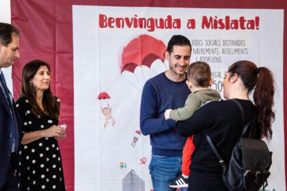 Mislata lliura les seves targetes de benvinguda a més de cinquanta famílies