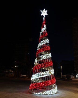L'Ajuntament d'Orpesa instal·la la il·luminació nadalenca per tot el municipi