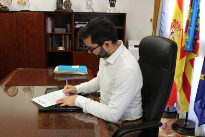 L'alcalde de l'Alcora anima als veïns a realitzar les compres nadalenques al comerç local