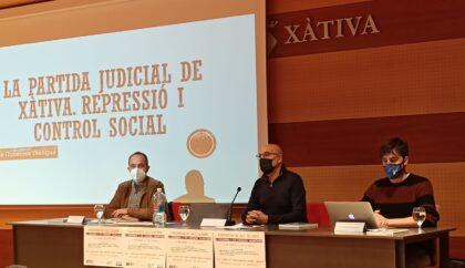 Xàtiva presenta el primer llibre de la sèrie subvencionada per la Diputació que recull històries de la postguerra